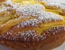 Torta di mele con limone e cannella